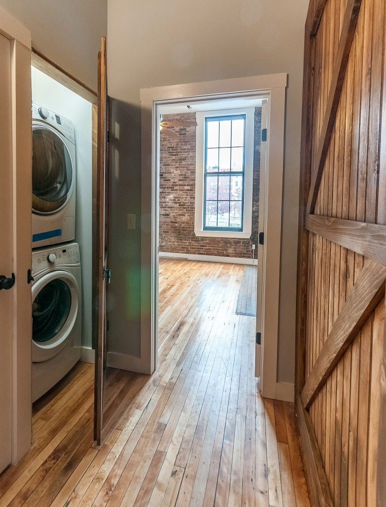 Ground Floor Washer/Dryer in 2/2